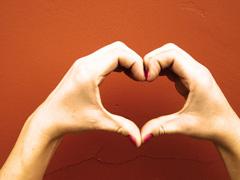 Mer_heart hands